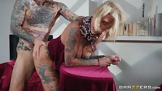 tattooed Bonnie Rotten is ready for rough sex with a stranger
