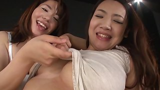 Tsuna Nakamura and a girl make laugh each other's cunts without sex toys