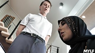 Hot muslin wife Kylie Kingston is cheating primarily will not hear of economize regarding young man