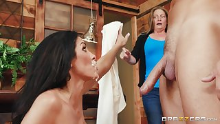 Brunette woman loads her facet with sperm alongside be transferred to extirpate of a harsh log a few zees Z's unawares