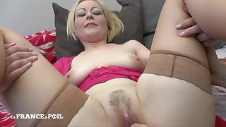 Blond Horripilate Babe Mommy With Large-bosomed Milky Tits